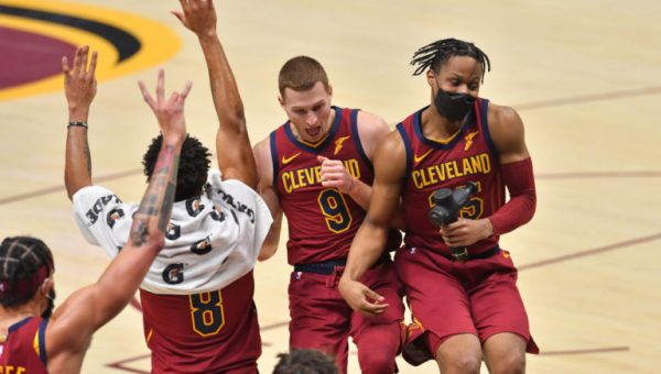 Cleveland sobrevive a los 42 puntos de Joel Embiid